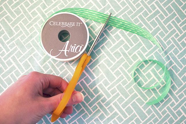 DIY Bottle Place Cards Ribbon