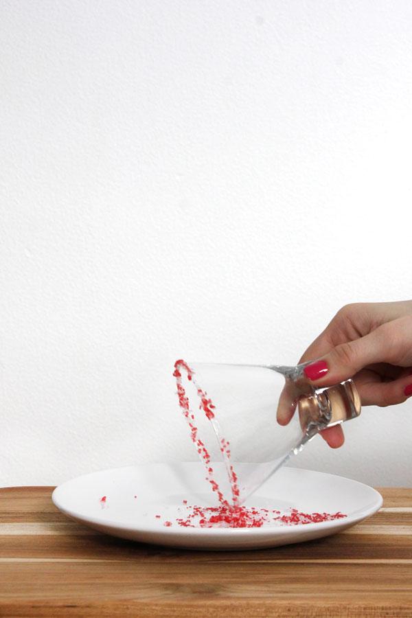 Pepermitn-Sprinkle-Rimmed-Glass